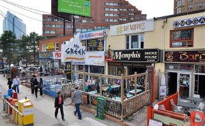 045-Walk-Outside-to-Patio-Restaurants-on-Yonge_wm